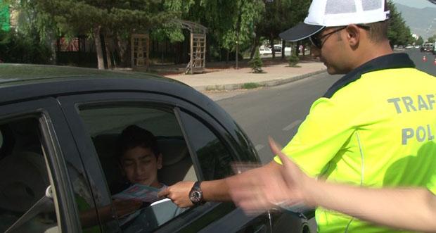 Sağlıklı bir yolculuk için trafik karnesi dağıttılar