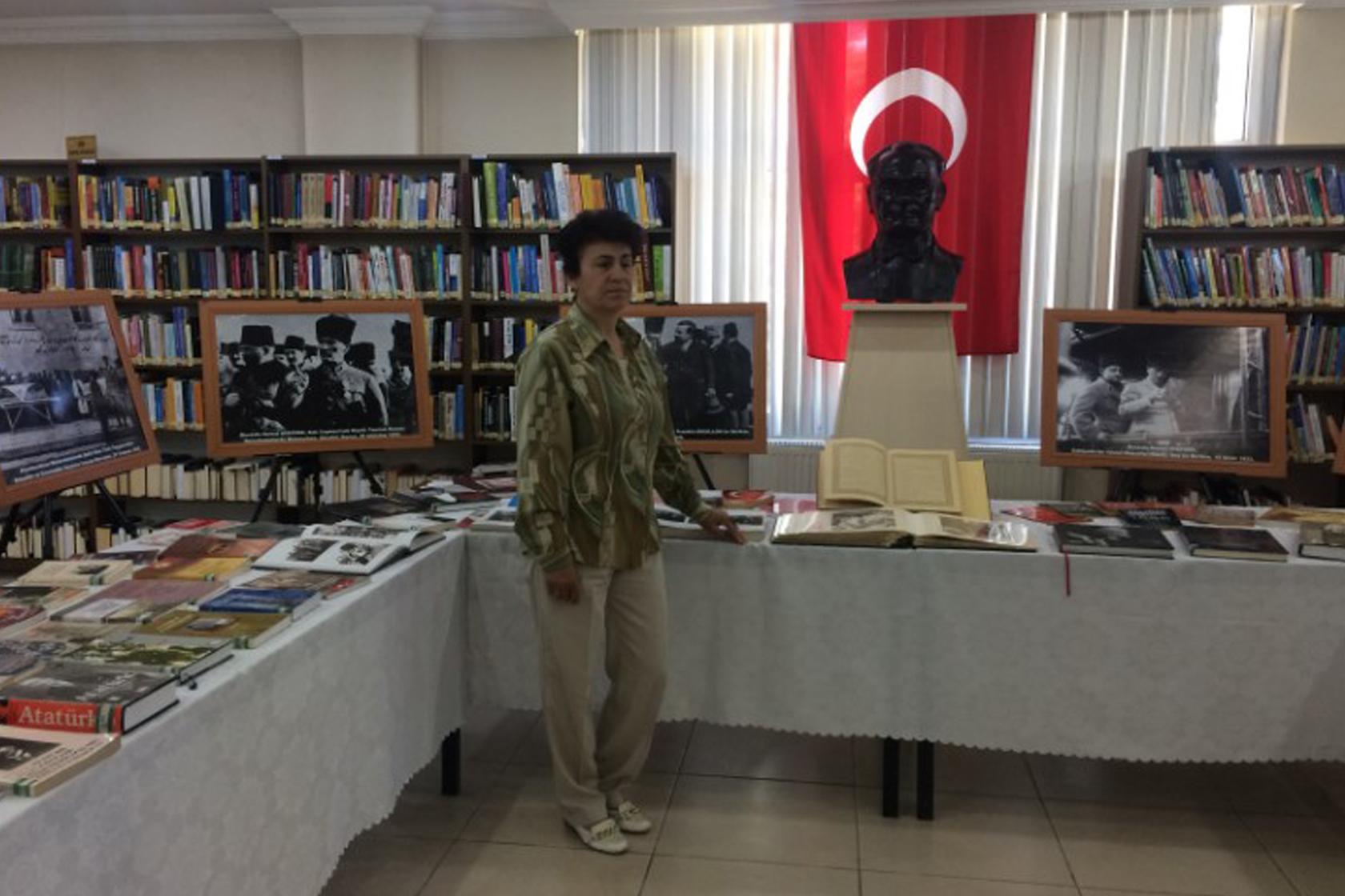 Atatürk kitapları ve Atatürk resimleri sergisi açıldı