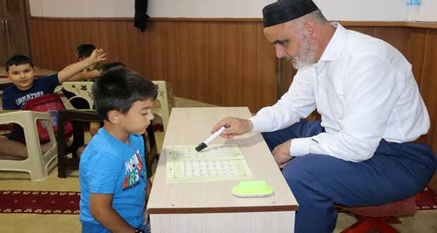 Kur'an'ı Kerim Öğrenme Sevinci Yaşıyorlar