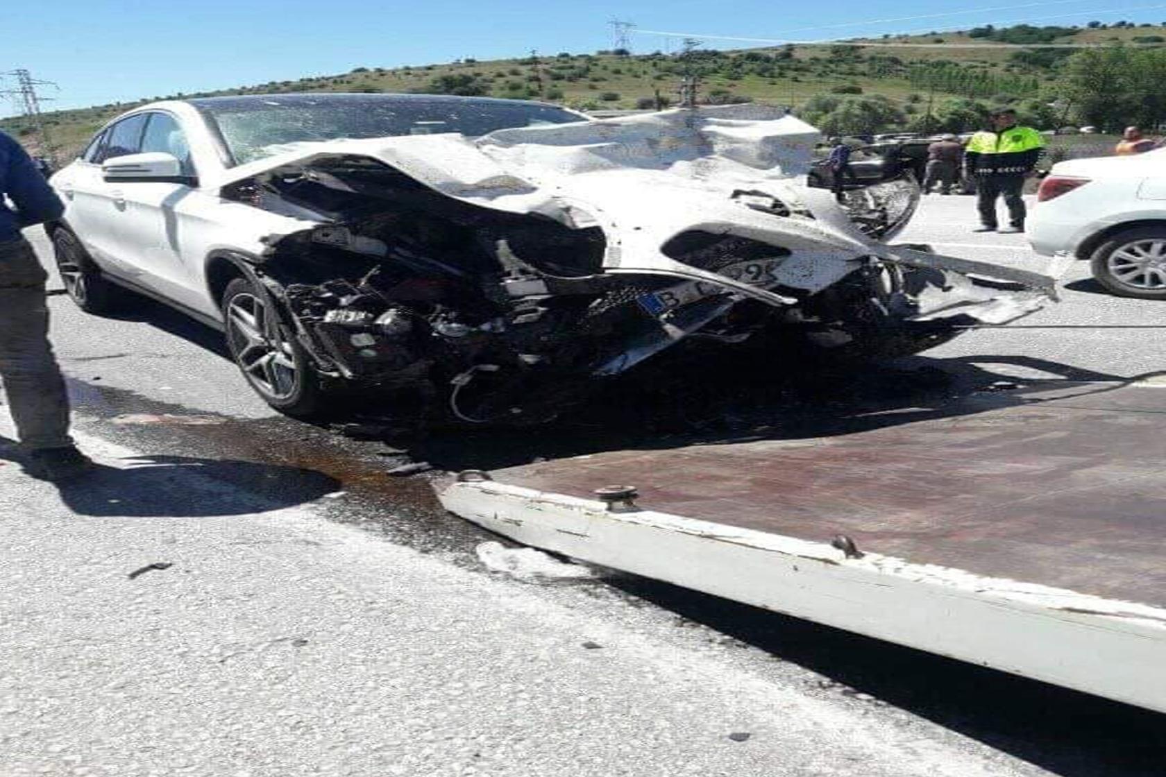Erzincan'da trafik kazası: 3 ölü, 6 yaralı