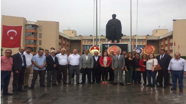 CHP'den Atatürk Anıtına Çelenk