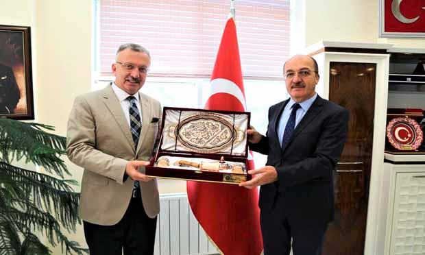 Rektör Prof. Dr. Akın Levent, Prof. Dr. Halil İbrahim Zeybek'i Ziyaret Etti
