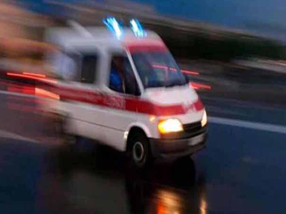 Traktör İle Otomobil Çarpıştı 3 yaralı