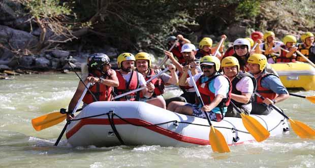 Türkiye'nin 27'nci ve son Başbakanı Binali Yıldırım, Memleketi Erzincan'da Rafting Yaptı