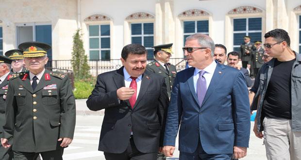 Milli Savunma Bakanı Hulisi Akar Erzincan'a Geldi