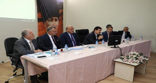 Erzincan Valisi Ali Arslantaş, Çayırlı İlçesindeki Mahalle Muhtarlarıyla Biraraya Geldi