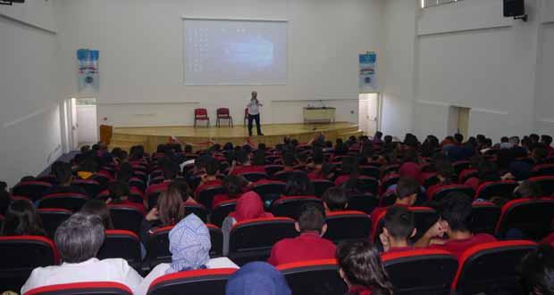 Konferans öğrencilerden büyük beğeni topladı