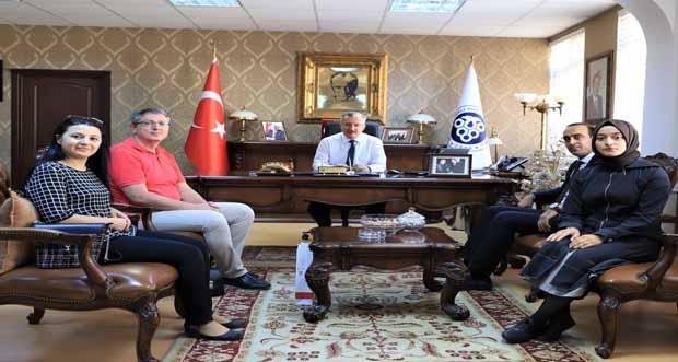 Erzincan Kızılay Kan Bağış Merkezinden Rektöre Ziyaret