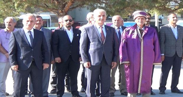 Atatürk Anıtına Çelenk Sunumu Yapıldı