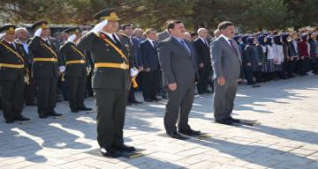 Atatürk Büstüne Çelenk Bırakıldı