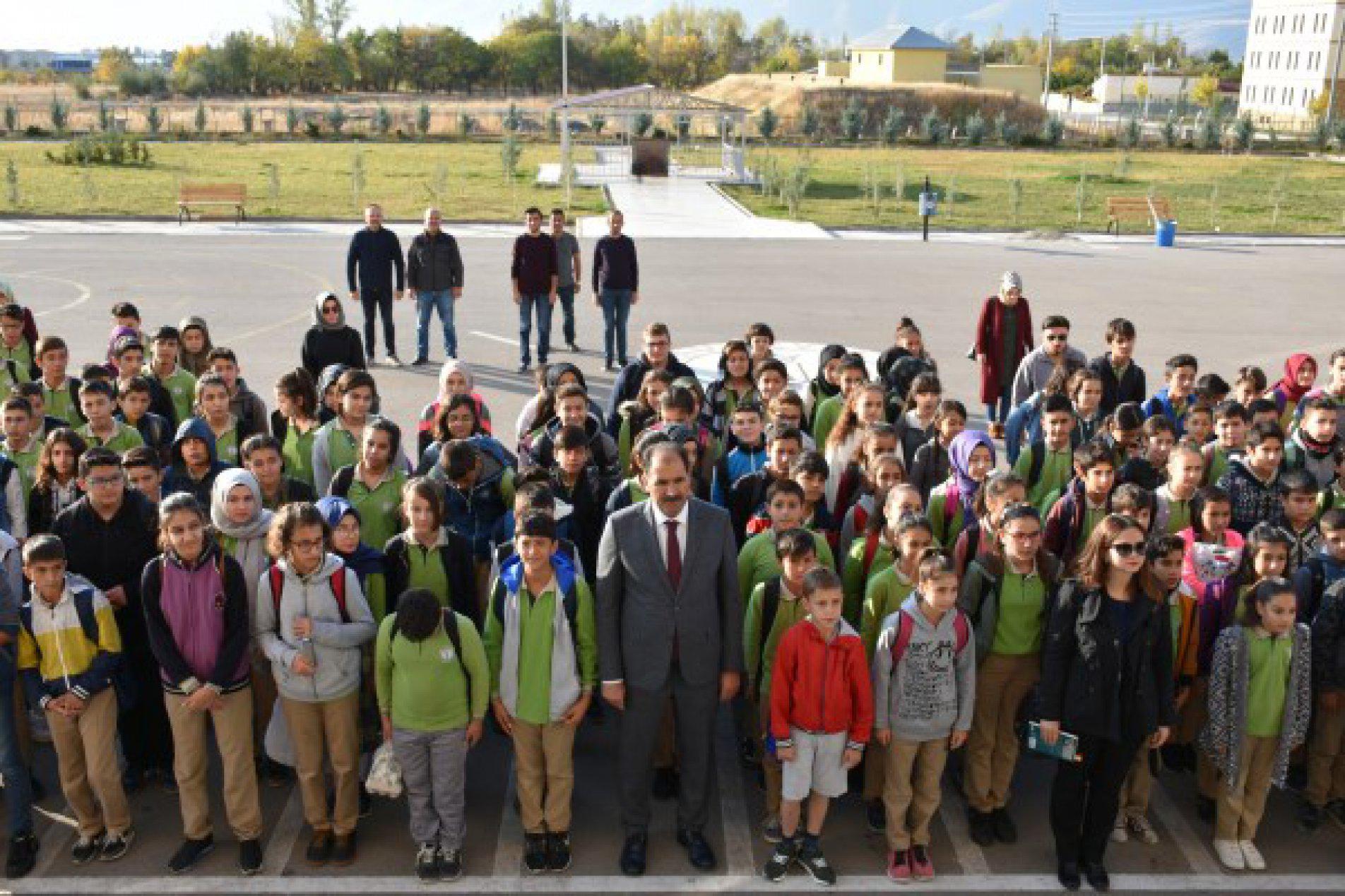İl Millî Eğitim Müdürü Aziz GÜN Kavakyolu ORG. Selahattin Demircioğlu Ortaokulu'nu ziyaret etti