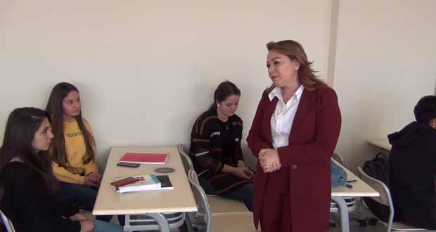 Malatya Turgut Özal Üniversitesi Rektörü Prof. Dr. Aysun Bay Karabulut öğrencilerle bir araya geldi
