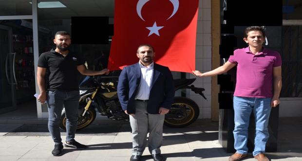 Erzincanlı Esnaftan Türk Bayraklı Destek