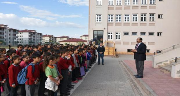 İl Millî Eğitim Müdürü Gün,Erzincan Munzur İlkokulu'nu ve Ortaokulu'nu Ziyaret Etti