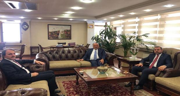 Ak Parti Milletvekilleri Süleyman Karaman ve Burhan Çakır Vakıflar Genel Müdürü Dr. Adnan Ertem'i ziyaret etti