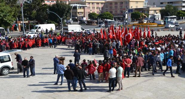 """Öğrencilerden """"Barış Pınarı Harekatına"""" Destek Yürüyüşü"""