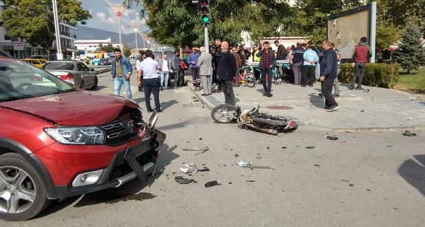 Otomobille motosikletin çarpışması sonucu 2 kişi yaralandı