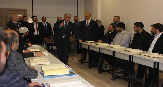 Dr. Burhan İşliyen, Tashih-i Hurûf Kurs Sınıfını Ziyaret Etti