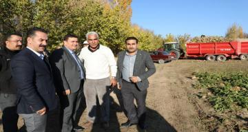 Erzincan Valisi Ali Arslantaş, Şeker Pancarı Hasat Etti