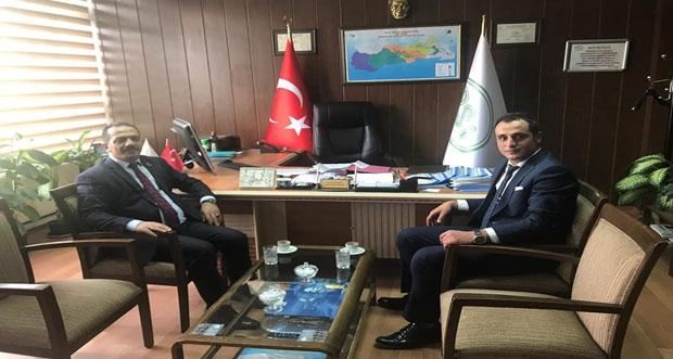 Refahiye Belediye BaşkanıÇakmak Paçacı D.S.İ 82. Şube Müdürü Hakan Bekar 'ı makamında ziyaret etti