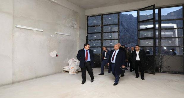 Vali Arslaştaş, ve beraberinde ki heyet yeni sanayi sitesini dolaştılar