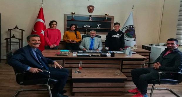 Erzincan Çağlayan Belediye Başkanı Haydar Şahin Eğitim Yuvalarından biri olan Çağlayan Çok Programlı Anadolu Lisesi'ni ziyaret etti