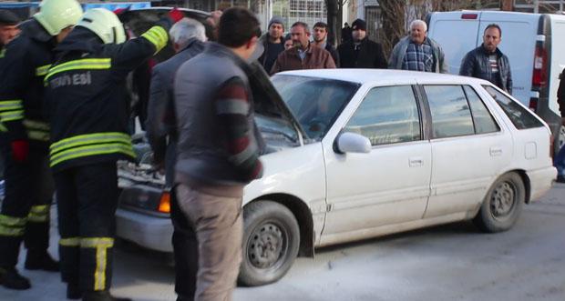 Erzincan'da araç yangını itfahiye ekipleri tarafından söndürüldü