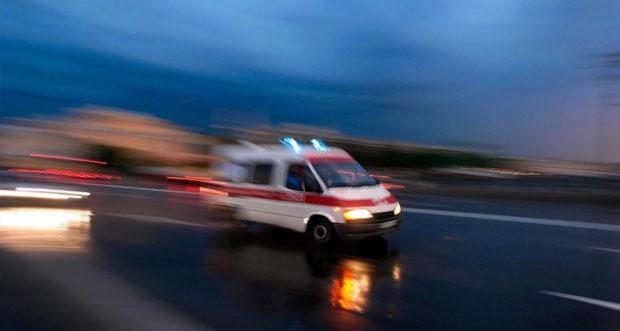 Erzincan-Erzurum Karayolunun Karakaya mevkiinde bir yolcu otobüsü, otomobille çarpıştı ve şarampole yuvarlandı