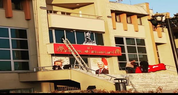 Erzincan Belediyesi Başkanlık binası tabelasına T.C. ibaresi eklendi