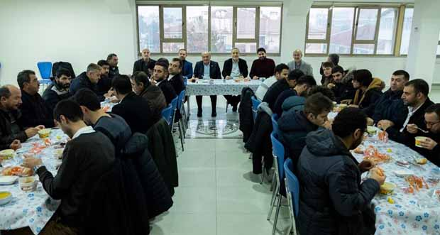 AK Parti Erzincan Milletvekilleri Süleyman Karaman ve Burhan Çakır, sabah namazında gençlerle buluştu