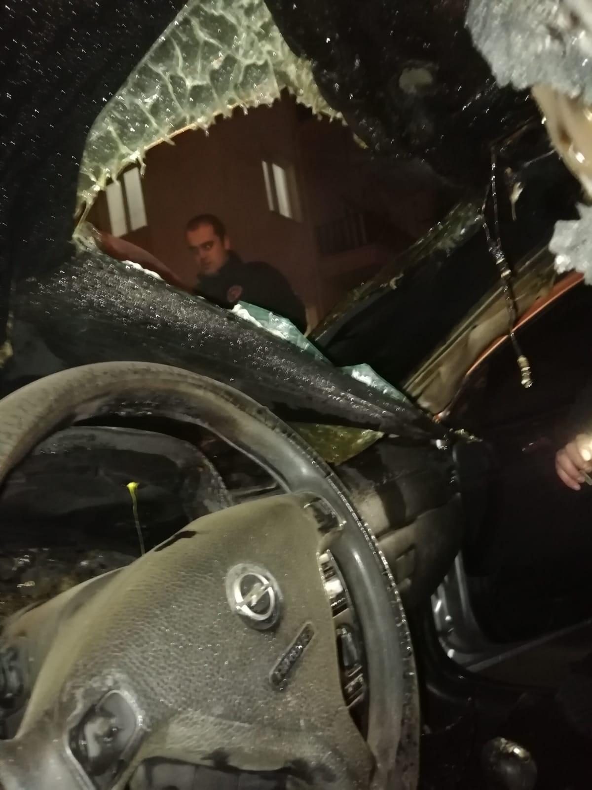 Erzincan'da dün akşam saatlerinde meydana gelen araç yangını itfahiye ekiplerince söndürüldü