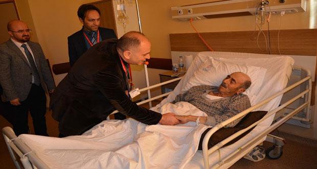 Erzincan Binali Yıldırım Üniversitesi Başhekimi Dr. Öğr.Üyesi Orhan Çimen'den hastalara ziyaret