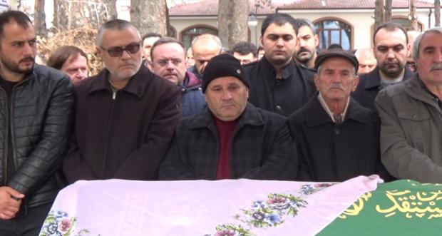 Türkiye Kamu-sen Erzincan İl Başkanı Kemal Kütük'ün annesi Arife Kütük son yolculuğuna uğurladı