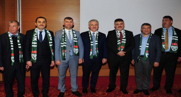 Vali Türker Öksüz, Kocaeli'nde Kars Ardahan Iğdır Sanayici ve İşadamları Derneği (KAİSİAD) üyeleri ve STK temsilcileriyle bir araya geldi.