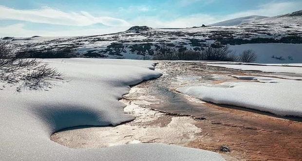 Otlukbeli krater Gölü kışında büyüleyici güzelliğiyle dikkatleri çekiyor