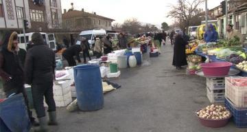 Erzincan'da Soğuk havalar en çok pazarcıları etkiledi