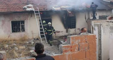Kızılay Mahallesinde Müstakil bir ev de yangın meydana geldi