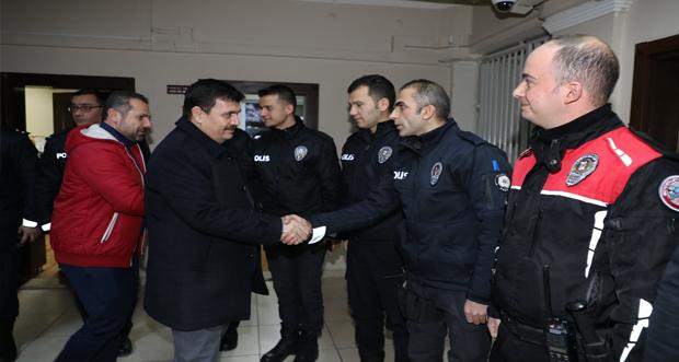 Erzincan Valisi Ali Arslantaş Yılbaşında Güvenlik Birimlerini Ziyaret Etti