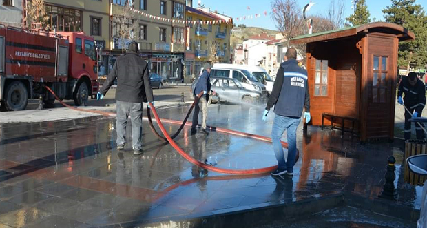Erzincan'da Refahiye Ekipleri Dezenfekte Çalışmasını Sürdürüyor