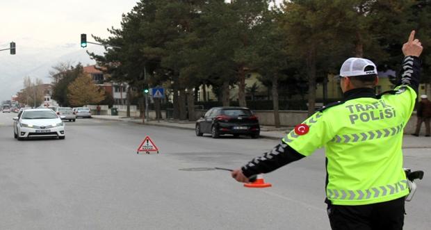 Erzincan'da kent giriş- çıkışında korona denetimleri devam ediyor