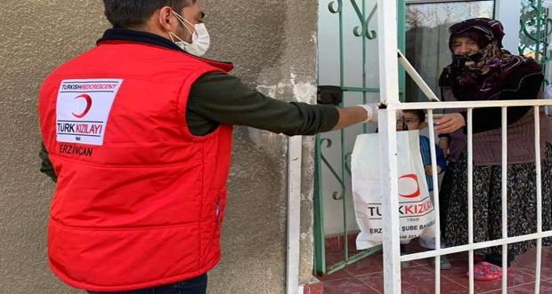 Erzincan da ihitiyaç sahiplerine maske dağıtımı yapıldı