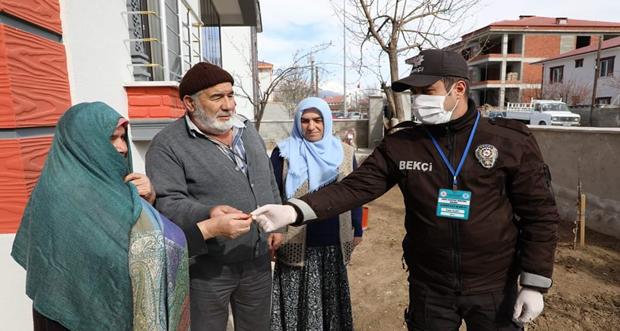 65 Yaşındaki Ahmet Amca ve 76 Yaşındaki Yeter Teyze'den Milli Dayanışma Kampanyası'na Destek