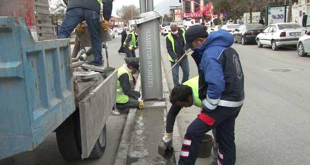 Erzincan Belediyesi Ordu Caddesi Orta refüjleri andezit taşıyla kaplıyor