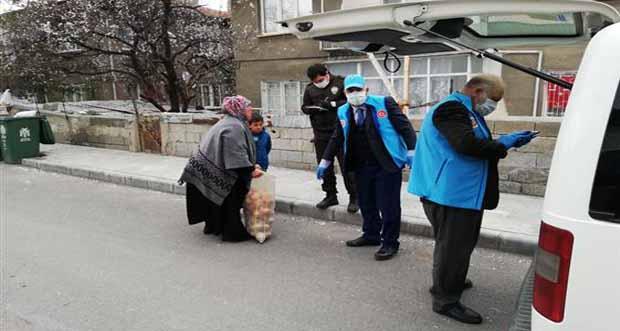 Erzincan'da Görevliler İhtiyaç Sahibi Ailelerin Yardımına Koşuyor