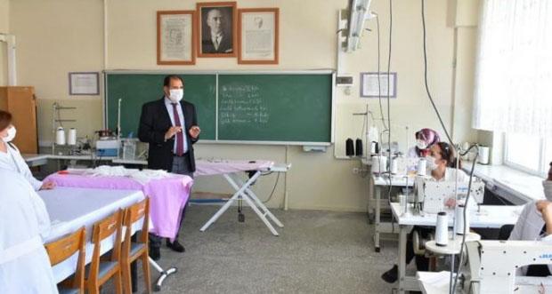 Erzincan Halk Eğitim Merkezi 10 bin maske üretimi hedefliyor