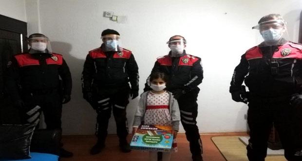 Erzincan'da 8 yaşındaki kız çoçuğuna doğum günü sürprizi