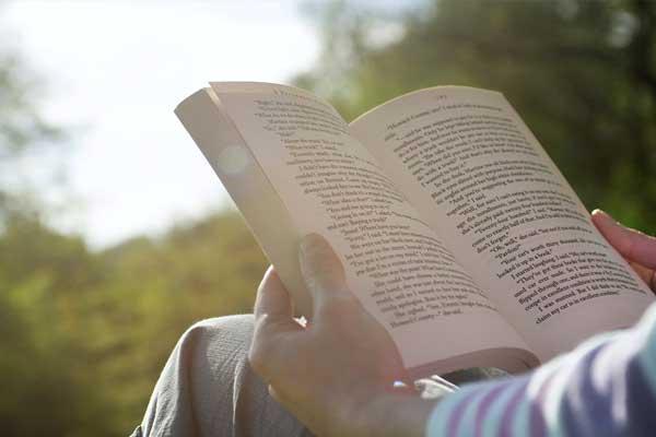 KİTAP OKUMANIN ZİHNE BEYNE FAYDALARI