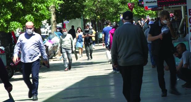 Erzincan'da vatandaşlar dışarı çıkınca yoğunluk yaşandı