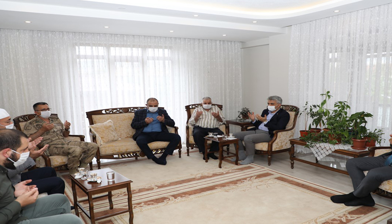 Erzincan Valisi Mehmet Makas Şehit Babalarının Babalar Gününü Kutladı