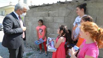 Vali Mehmet Makas Çocuklar ile Sohbet Etti